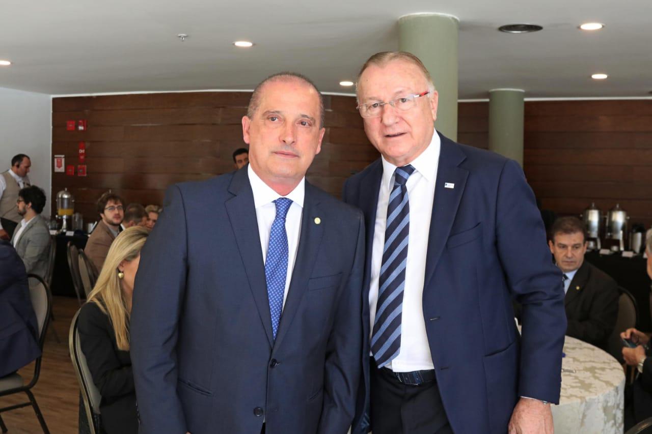 Ministro da Casa Civil, Onyx Lorenzoni, e o presidente da AGERT, Roberto Cervo Melão